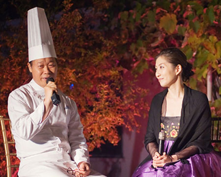 Chef-Bruce-Byung-Woo-Lee-and-Yvonne-Kim-Exec-Dir-Asia-Society-Korea-Center-11-18-11